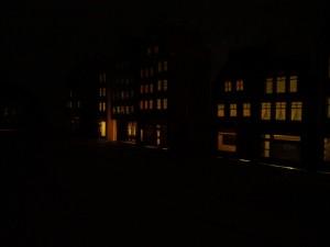 Hausinnenbeleuchtung angeschlossen. Je Haus ein 3er LED Strip auf 8 Volt gedimmt.
