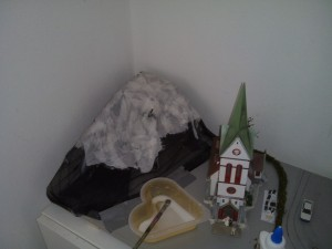 Hügelaufbau aus Pappmaschee.