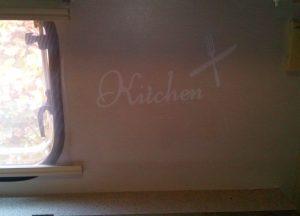 Schriftzug an der Kochstelle.